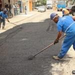 SÃO PEDRO DA ALDEIA – Prefeitura aldeense realiza recapeamento asfáltico na Estrada do Alecrim