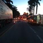 ACIDENTE – Motorista de ônibus fica ferido ao colidir com caminhão na BR-101