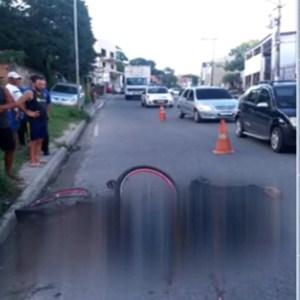 ACIDENTE – Ciclista morre atropelado por caminhão em Cabo Frio