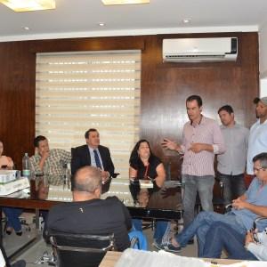 SÃO PEDRO DA ALDEIA – Comissão de São Pedro da Aldeia apresenta projeto da Clínica-Escola do Autista para prefeito de Iguaba Grande