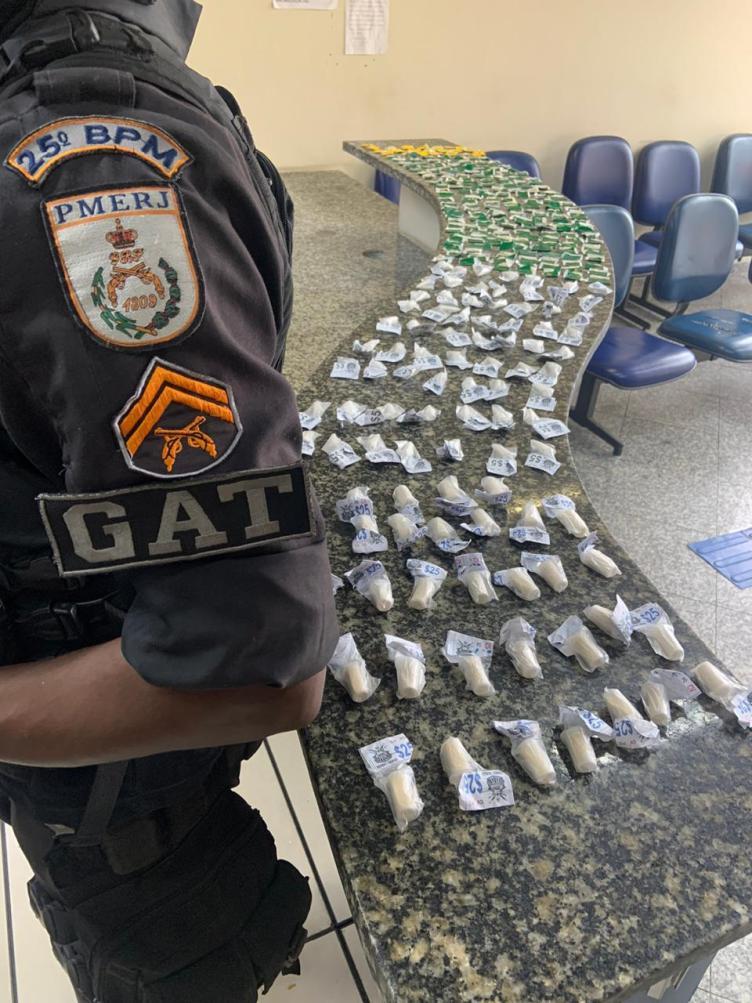 Polícia Militar apreende crack e cocaína no Porto do Carro