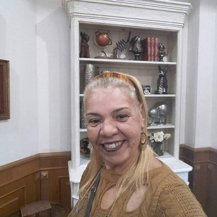 Enfermeira aposentada de Cabo Frio, Neli de Oliveira, de 68 anos, é mais uma vítima da Covid-19 — Foto: Reprodução/Redes Sociais