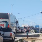 Barreiras retornam e acessos a Cabo Frio têm lentidão no trânsito