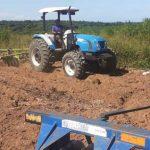 Auxílio a produtores rurais já soma 50 hectares de terras tratadas em dois meses de gestão em São Pedro da Aldeia