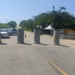 Manilhas foram colocadas em dois acesso à cidade de Araruama, no RJ — Foto: Divulgação/Prefeitura de Araruama