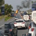 Caminhão pega fogo na RJ-106, em São Pedro da Aldeia