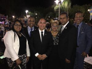Junto al alcalde Santos Seda Nazario