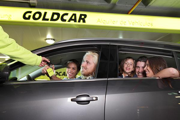 Goldcar-pareja