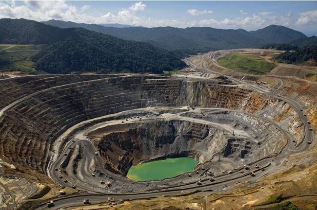 Unos 30 trabajadores atrapados en mina de oro y cobre de Indonesia | Noticias MVS