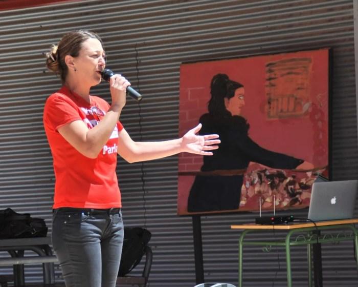 Beatriz Arceredillo, candidata de MOVER Parla, en el Día de la Familia