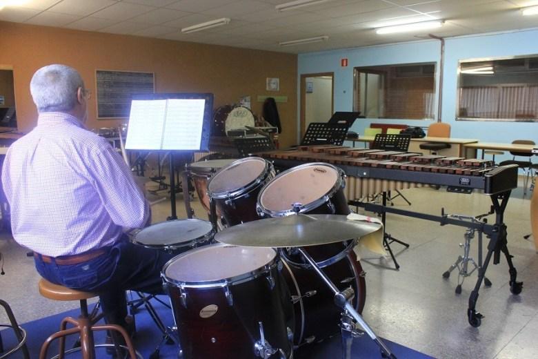 Una de las aulas de la Escuela de Música municipal. Foto_Ruth Holgado