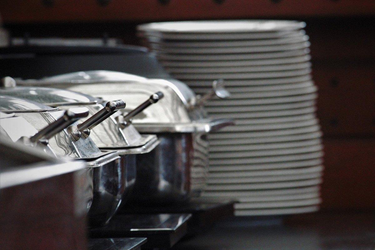 La Comunidad de Madrid distribuirá menús realizados por empresas de catering para los alumnos desfavorecidos de la región