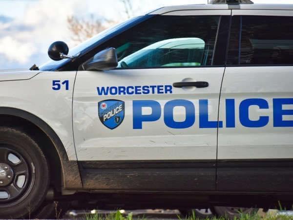 Muere un menor y un policía que intentó salvarlo de morir ahogado en Worcester Boston