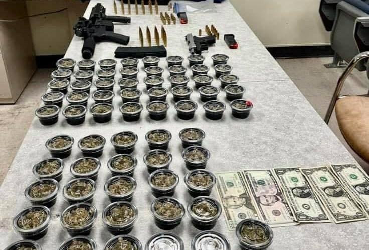 Ocupan drogas, Armas y dinero en allanamiento en Hatillo