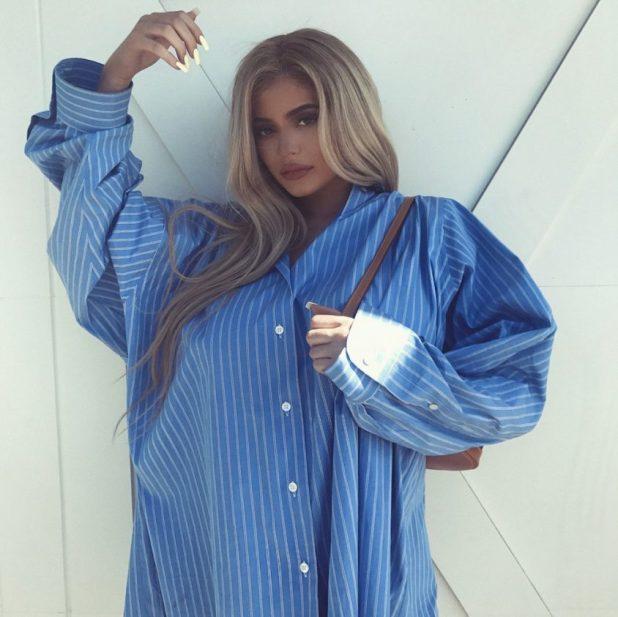 Kylie Jenner. Realmente de gran tamaño: si para ocultar su supuesto bebé bump o no, el bebé del clan Jenner elige camisas - sudaderas y camisetas Maxis Maxis y Maxis.