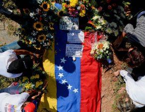 Gobierno venezolano sepulta a expolicía Oscar Pérez