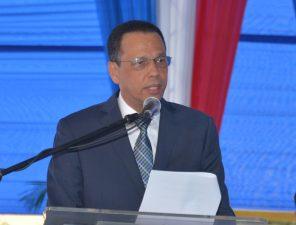 Ministro de Educación exhorta a estudiantes y docentes a aprovechar el tiempo al máximo en las aulas para alcanzar desarrollo