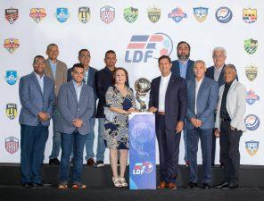 La Liga Dominicana de Futbol se constituye y  elige a Manuel Estrella como su presidente.