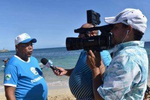 Roquelito García se une a la Fundación Océano Limpio para operativo de limpieza de playa