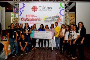 Cáritas Santiago realiza feria de emprendedores y concurso escuela emprendedora