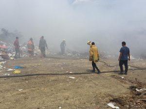 Alcalde de Baitoa pide investigar incendio aparentemente provocado en el vertedero