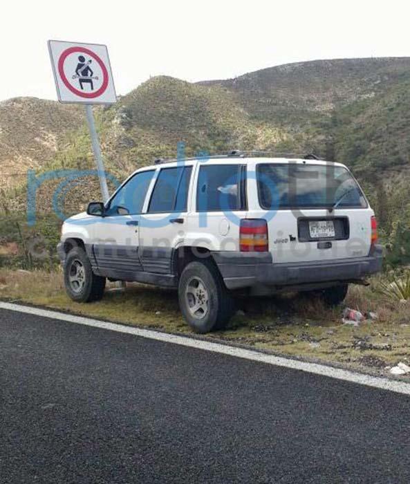 Hallan abandonada unidad del presidente auxiliar de Acatepec, al parecer tiene impactos de bala