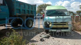 Causa chofer de colectiva accidente en Chilac