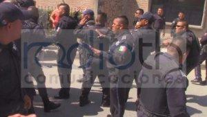 Policía impide la exhibición de un presunto ladron