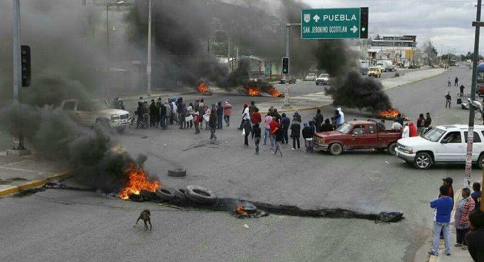 Toma de carretera federal Puebla - Tehuacán