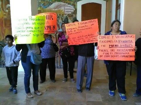 Fanifestantes En Palacio Municipal De Tehuacán