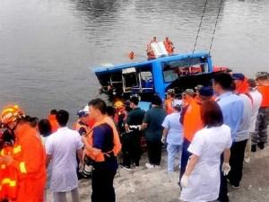 Al menos 21 muertos en accidente de autobús en China