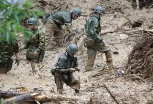 Suman 52 muertos por lluvias en Japón