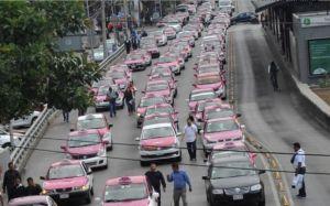 Taxistas «estrangulan» la Ciudad de México