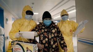 """Documental """"76 días"""" retrata el drama de la pandemia"""