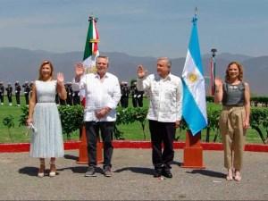 Conmemora AMLO el «Día de la Bandera», en Guerrero