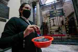 Darán iglesias ceniza en bolsitas para evitar contagios