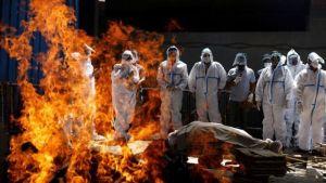 Tragedia en la India por Covid, quema de cadáveres da vuelta al mundo