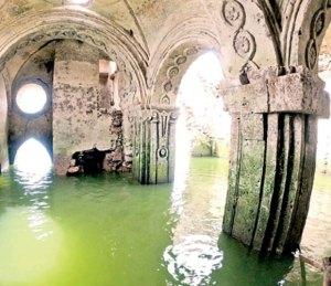 Sequía revela ruinas de templo del siglo XVIII