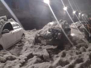 Muere hombre atrapado en su auto tras granizada