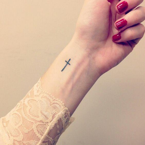 25 Ideas Encantadoras De Tatuajes De Cruces Para Chicas