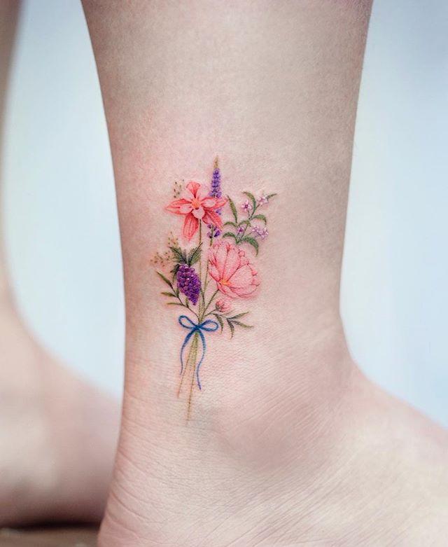 43 Tatuajes De Flores Que Te Encantarán