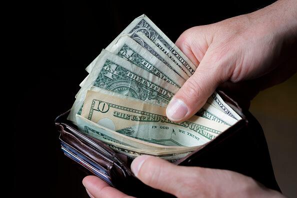 Banxico fijó en 18.8334 pesos el tipo de cambio para solventar obligaciones denominadas en moneda extranjera (Getty Images, Archivo)