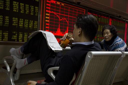 Inversionistas chinos reaccionan por crecimiento del PIB nacional (AP)