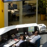 Operadores de la Bolsa Mexicana de Valores atentos a la jornada bursátil (AP)