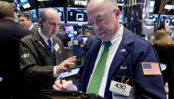 Operadores de la Bolsa de Nueva York en la apertura de la sesión bursátil (AP)