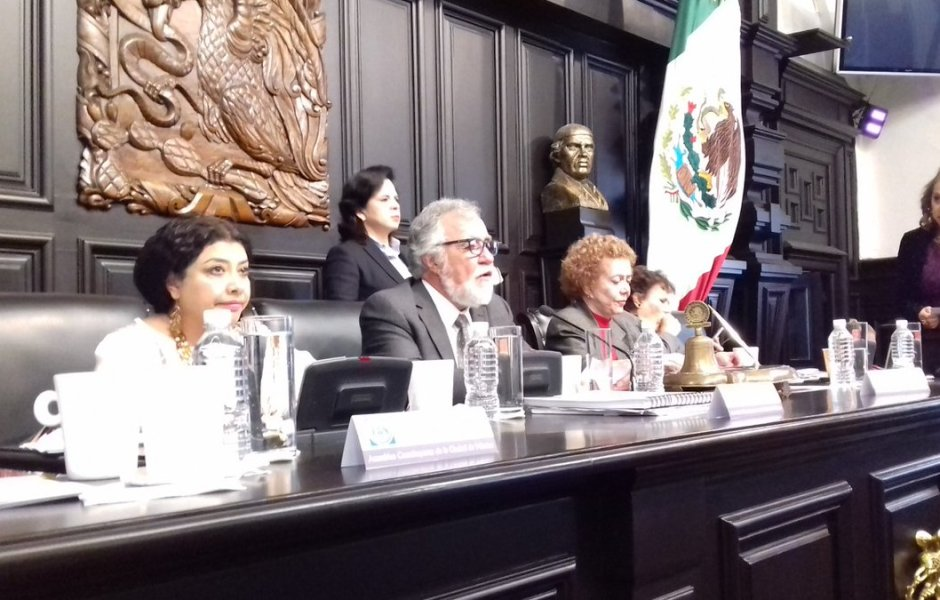 El grupo de exconstituyentes que se presentó en la Suprema Corte lo encabezó Alejandro Encinas, entonces presidente de la Asamblea Constituyente. (Twitter: @A_Encinas_R)