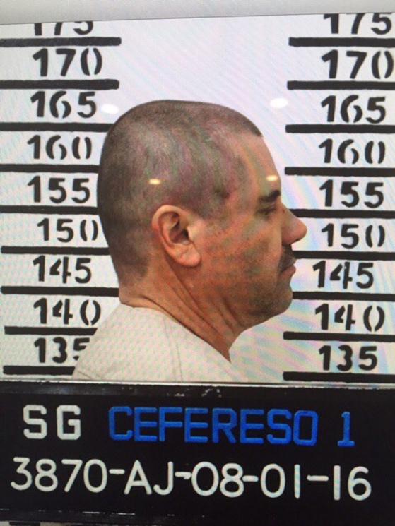 """El 8 de enero del 2016, """"El Chapo"""" Guzmán sale de perfil en una ficha signaléctica tomada en la prisión de Almoloya."""