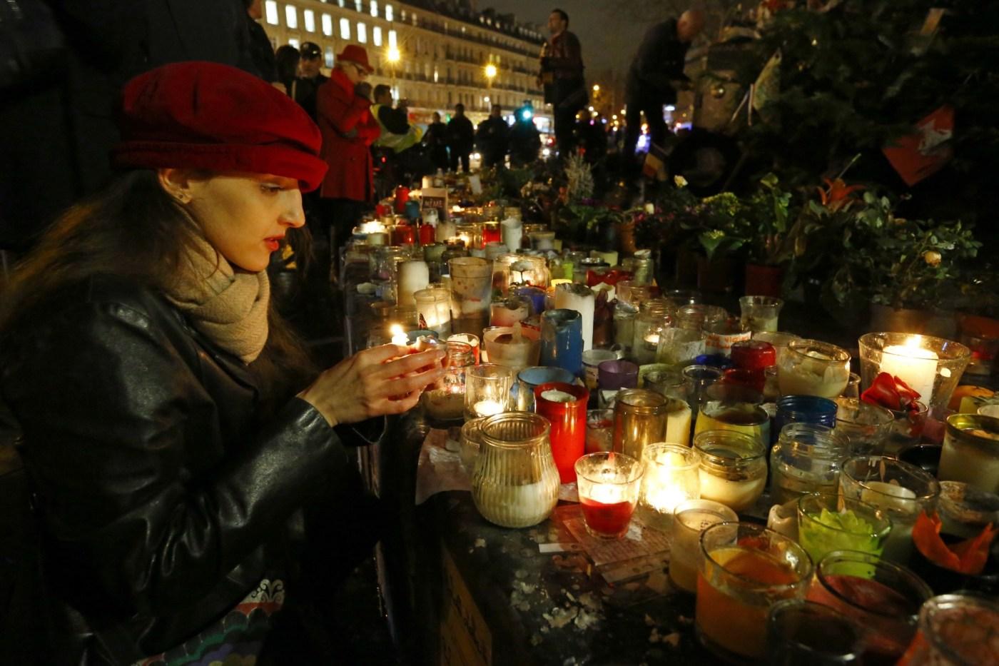Memorial público en honoro a los muertos en el ataque a Charlie Hebdo.