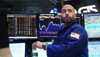 Los operados del mercado bursátil de Nueva York se mantienen atentos a la toma de posesión de Donald Trump como presidente de Estados Unidos (Gety Images)