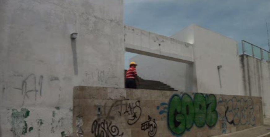 Grafitis y espectaculares afectan recinto histórico de Villahermosa, Tabasco